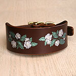 Buckle collar with dog roses