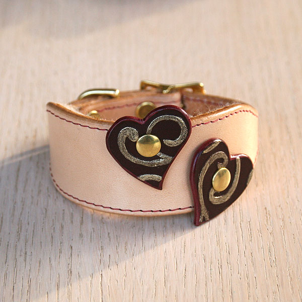 Attached Hearts Buckle Collar